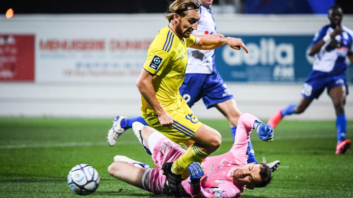 Une bagarre générale a éclaté après la rencontre entre Pau et Dunkerque. Icon Sport
