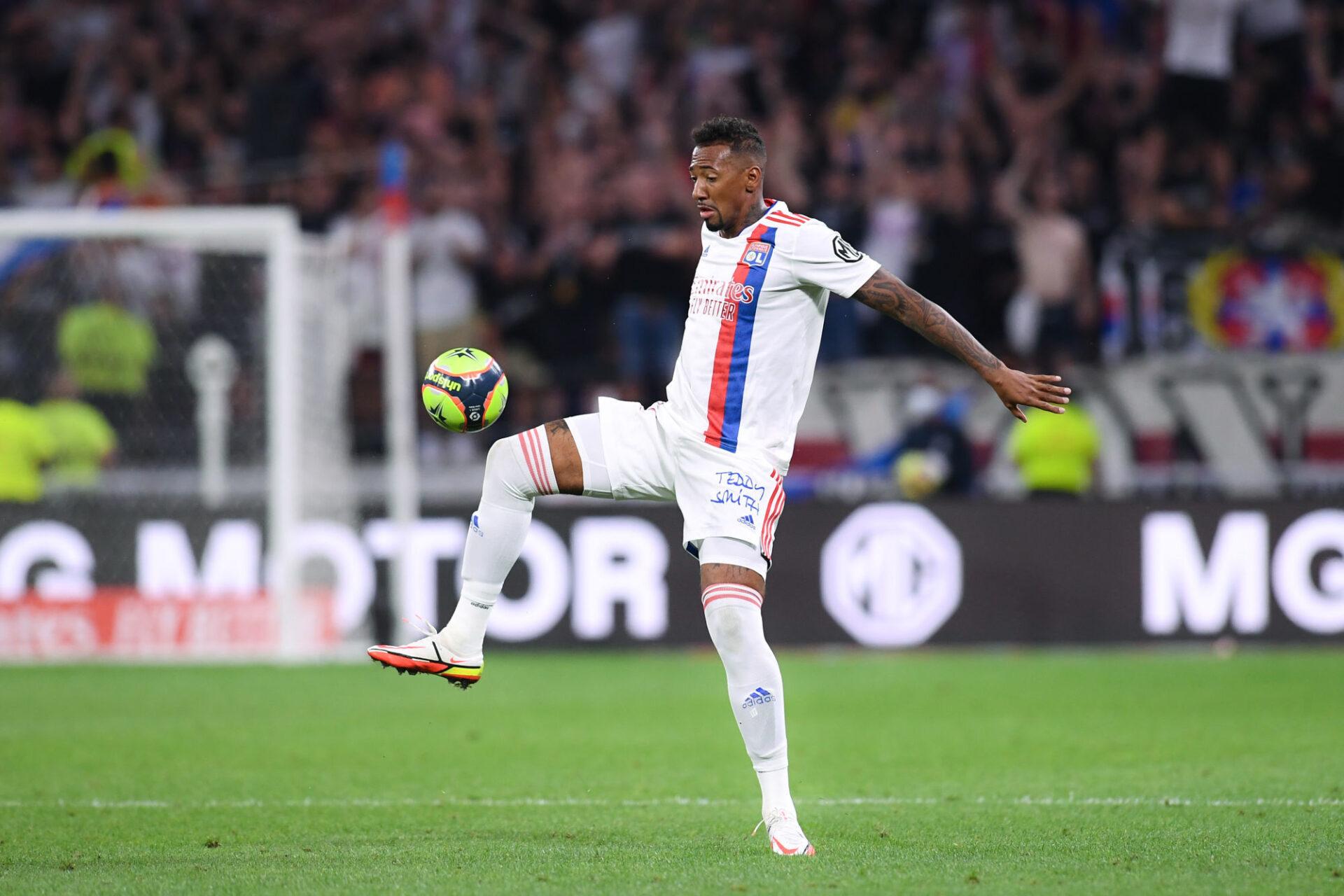 Jérôme Boateng pourrait ne pas démarrer la rencontre face au PSG. C'est Damien Da Silva qui pourrait composer la défense centrale avec Denayer. Icon Sport