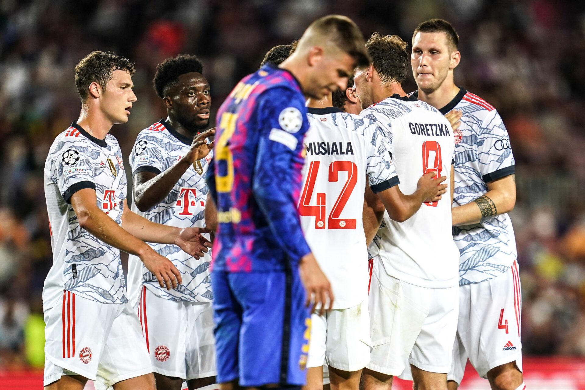 Piqué ne peut qu'assister impuissant à la démonstration du Bayern. Icon Sport
