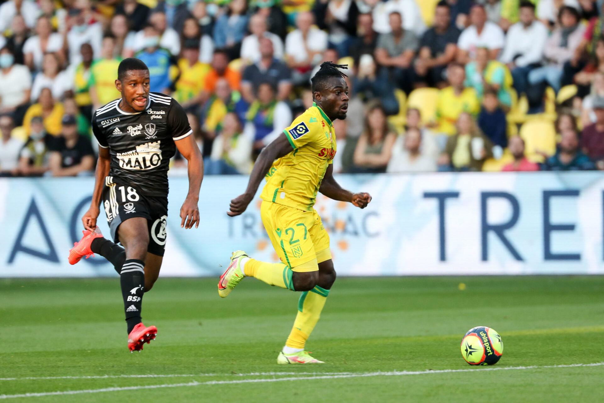 Le meilleur passeur de Ligue 1, c'est lui. Moses Simon a ajouté une sixième passe décisive à son tableau de chasse depuis le début de la saison contre Brest. Icon Sport