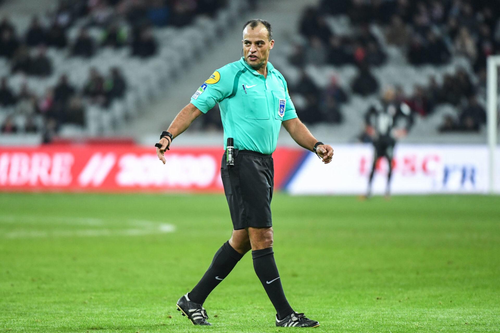 Saïd Ennjimi d'accord avec Clément Turpin (Photo by Anthony Dibon/Icon Sport)