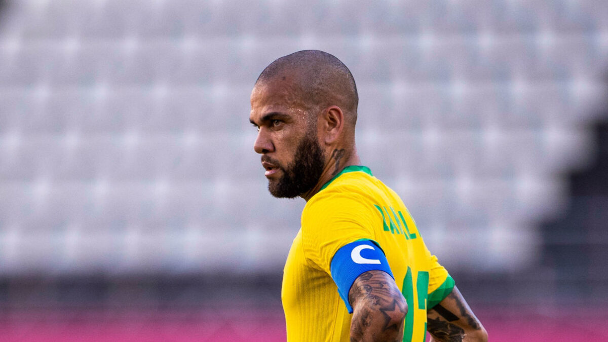 Dani Alves ne veut pas raccrocher les crampons. (iconsport)