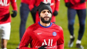 Alors que le club souhaitait le voir partir cet été, Layvin Kurzawa restera à Paris au moins jusqu'au mercato d'hiver (iconsport)