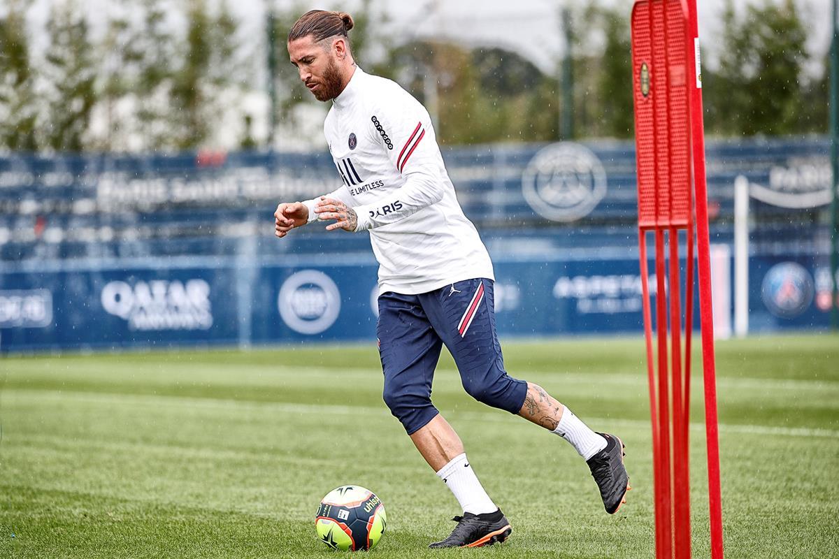 Ramos a retrouvé le chemin des terrains mais ne s'entraîne pas encore avec le reste de sa nouvelle équipe (psg.fr)