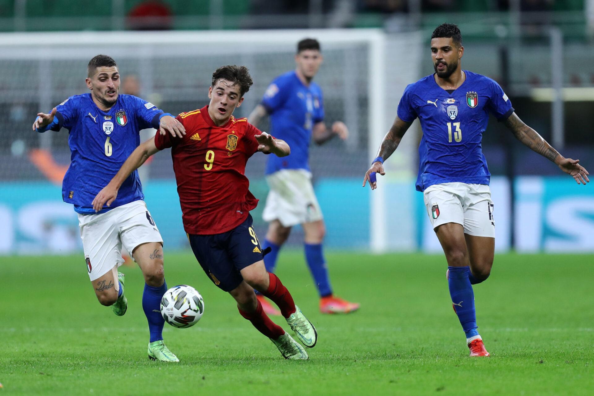 Quelle découverte ! Pour sa première sélection et après 363 petites minutes disputées en professionnel, Gavi (17 ans) a rapetissé le trio du milieu italien Jorginho-Verratti-Barella. Icon Sport