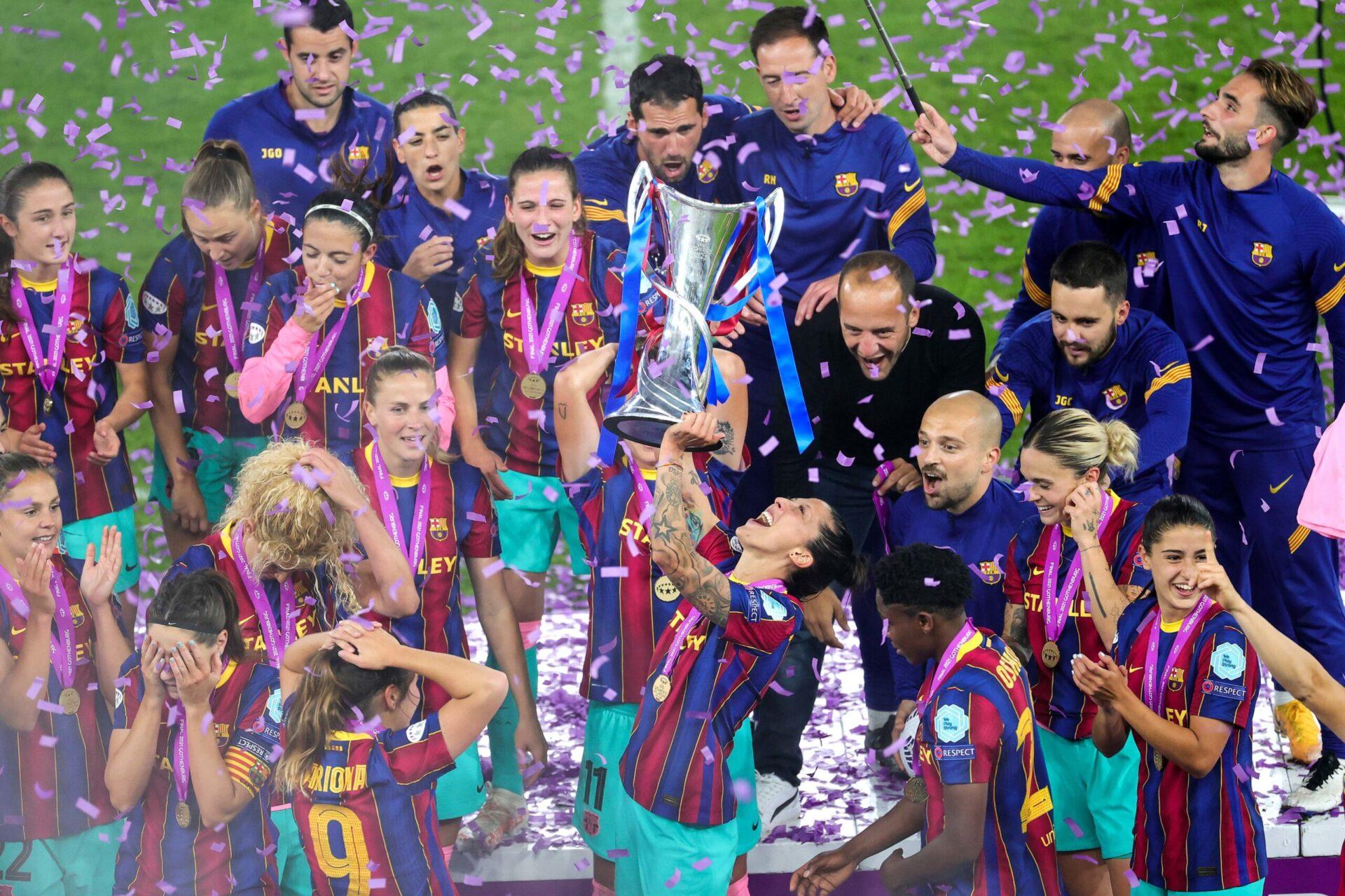 Vicky Losada et les joueuses du FC Barcelone soulèvent la première Ligue des champions de l'histoire de la section féminine du Barça. Icon Sport