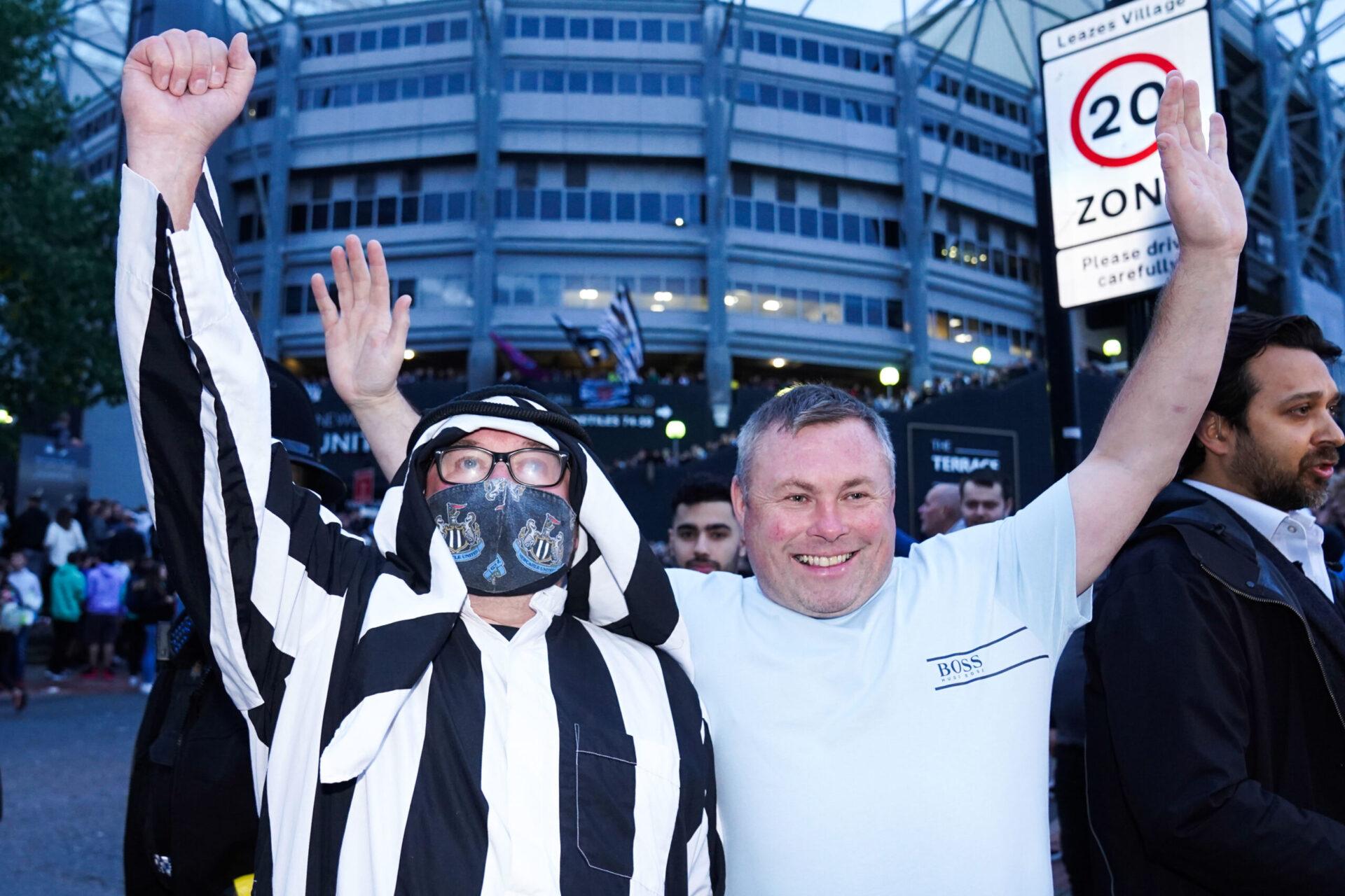 Les supporters de Newcastle fêtent l'annonce du rachat de leur club (IconSport)