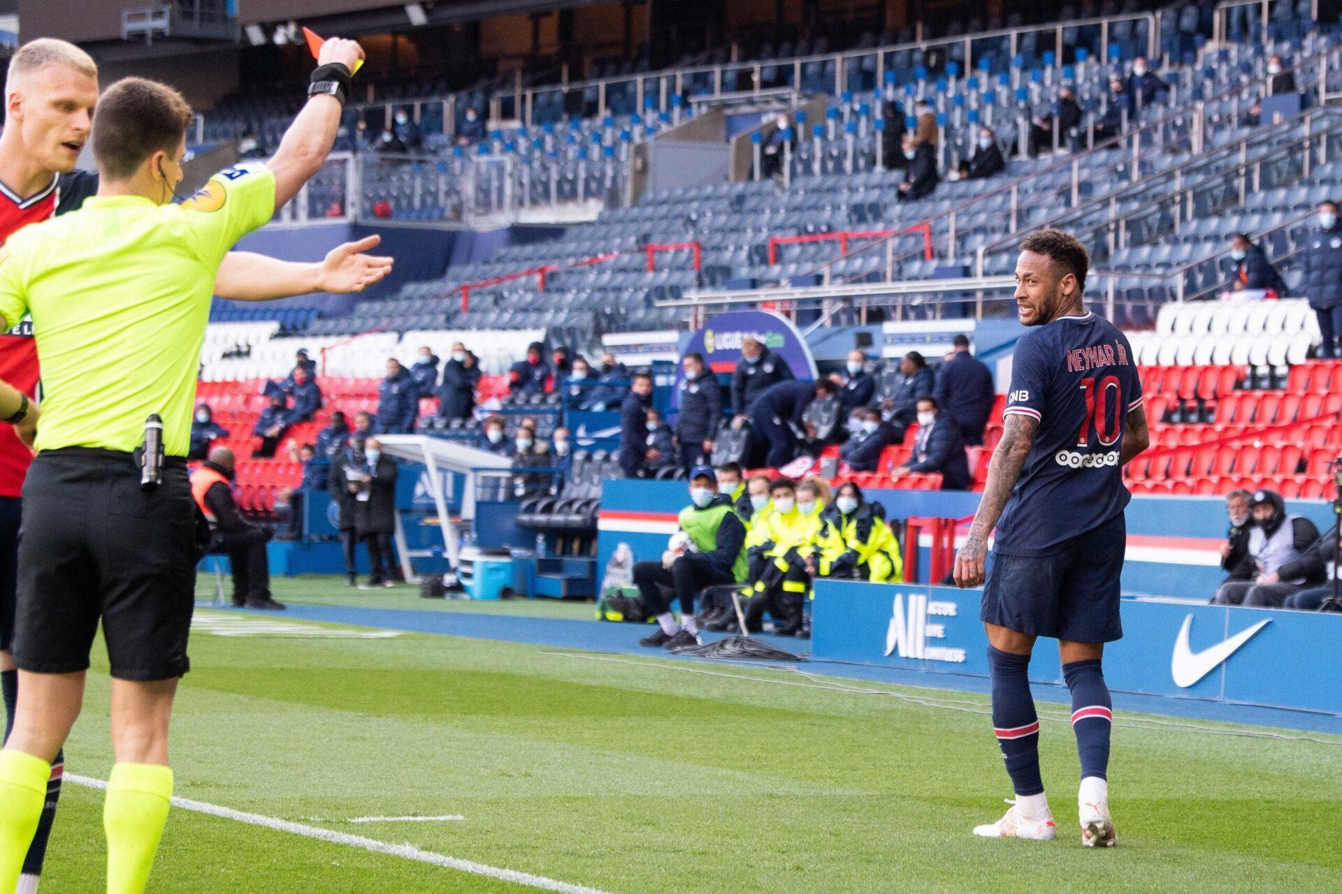 Neymar avait écopé d'un carton rouge contre le LOSC lors de la saison 2020/2021, alors que le PSG jouait le titre contre les Lillois. Icon Sport