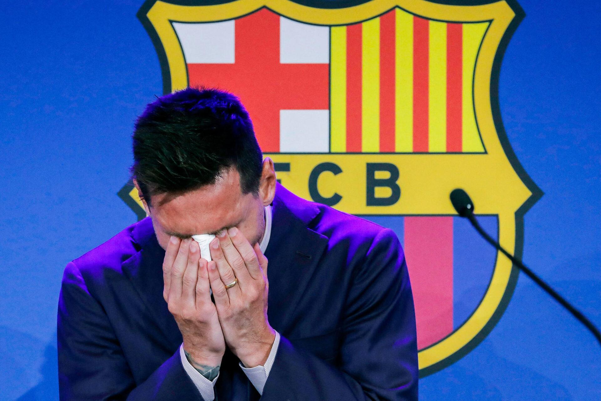 Lionel Messi n'a pu retenir ses larmes lors de sa conférence de presse d'adieu au FC Barcelone. Icon Sport