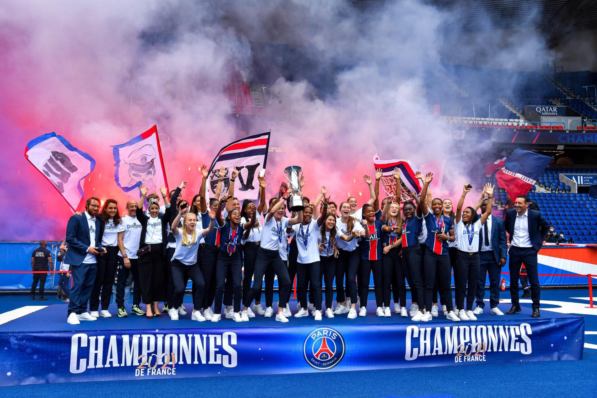 Le Paris Saint-Germain est parvenu à mettre un terme à l'hémégonie lyonnaise en remportant la D1 Arkéma 2020/2021. Icon Sport