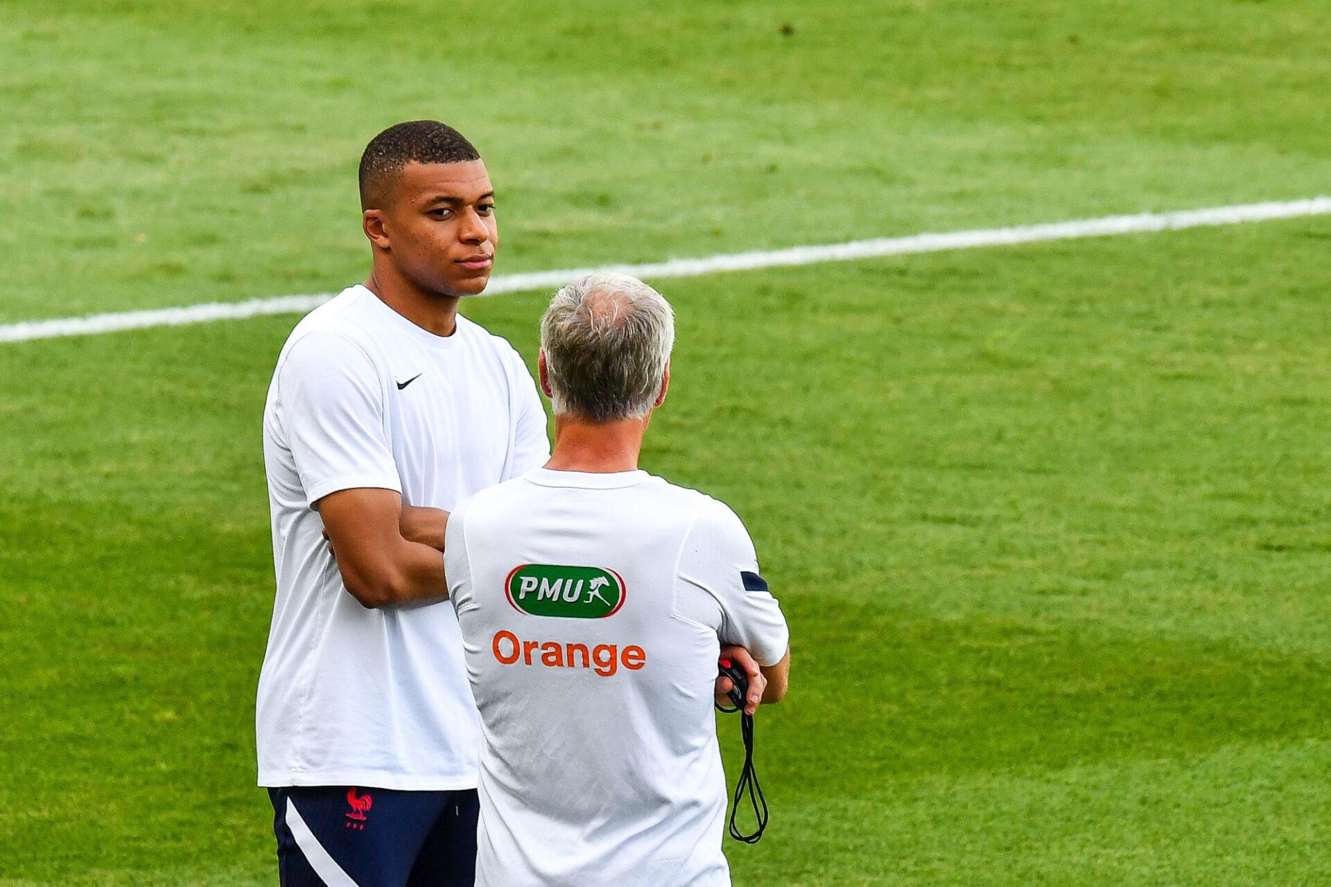 Didier Deschamps a confié qu'il discutait régulièrement avec Kylian Mbappé en équipe de France. Icon Sport