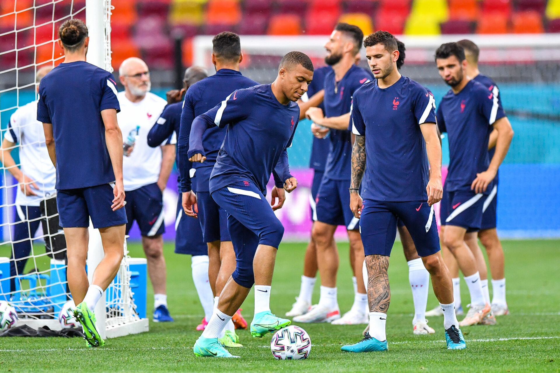 """Kylian Mbappé """"s'inscrit toujours dans un objectif collectif"""", a assuré Didier Deschamps. Icon Sport"""