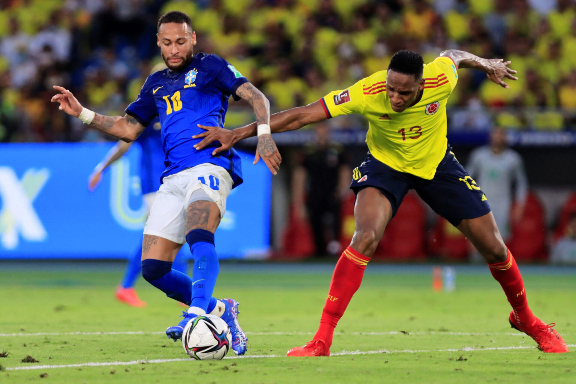 Contre la Colombie, alors que Thiago Silva a fêté sa 100e sélection, Neymar est apparu très emprunté (iconsport)