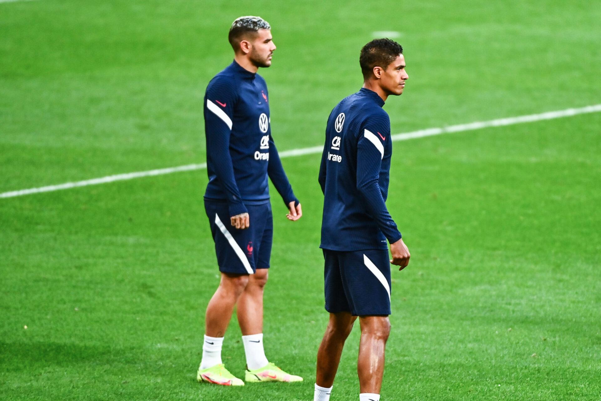 Raphaël Varane, avec Théo Hernandez lors du dernier rassemblement des Bleus, en septembre 2021. Icon Sport
