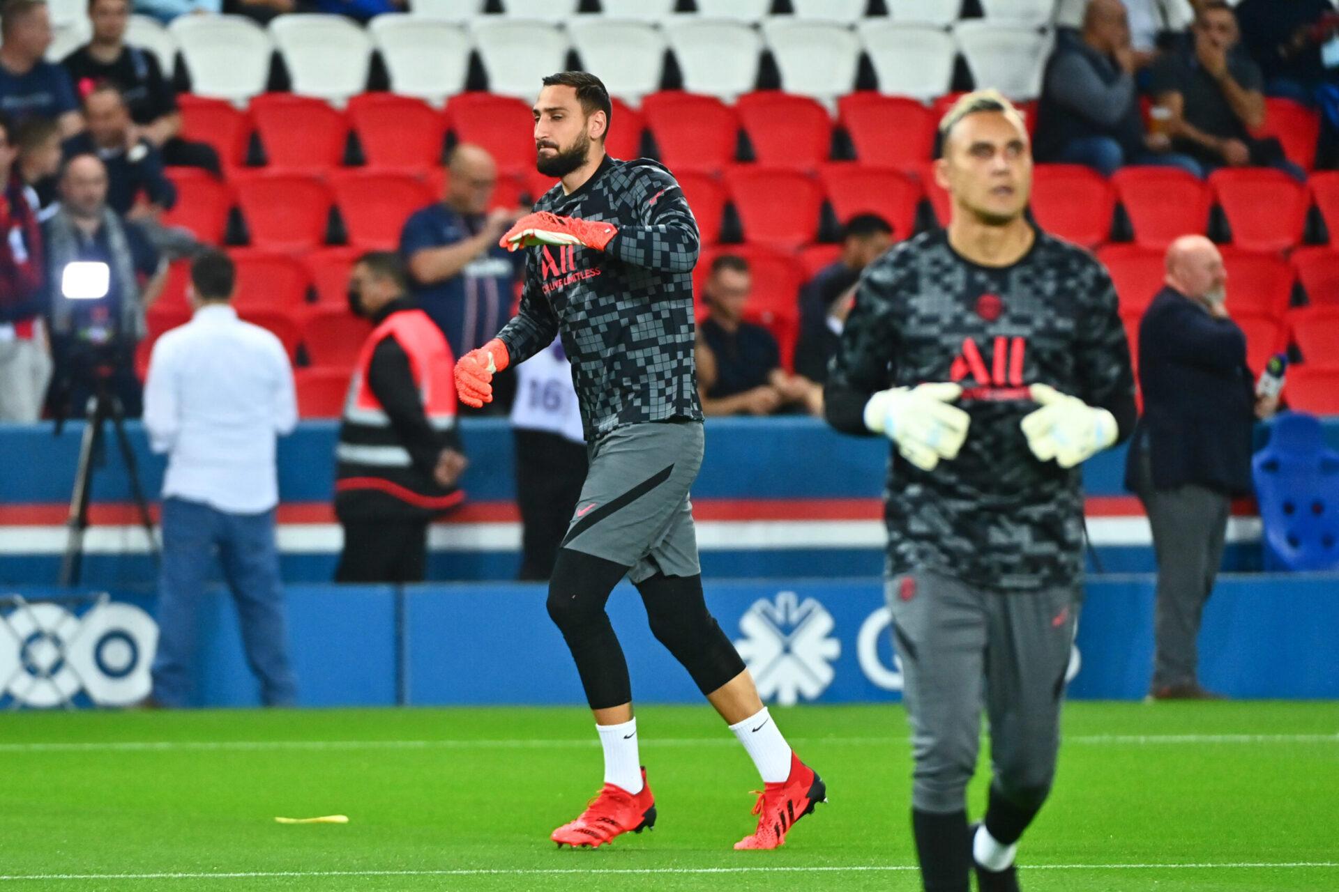Gianluigi Donnarumma et Keylor Navas sous le maillot du PSG (iconsport)