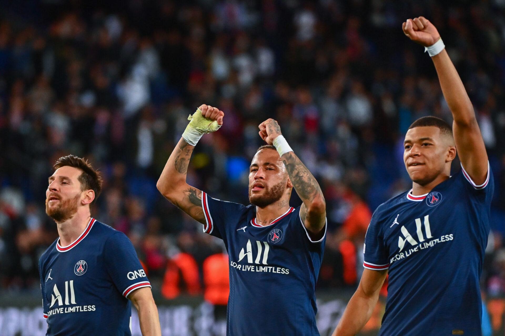 Kylian Mbappé affirme qu'il tente régulièrement de se mettre au service de Lionel Messi et Neymar. Icon Sport