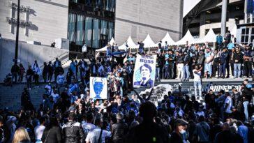 Les supporters ont rendu hommage à Bernard Tapie (iconsport)