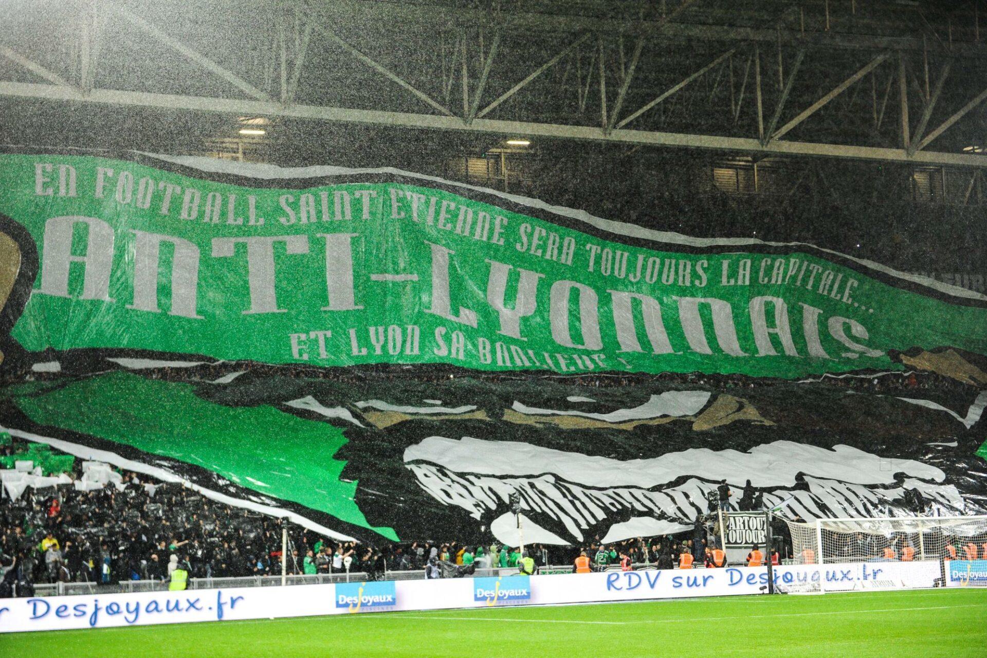 La banderole des Ultras stéphanois avant le coup d'envoi de ce 123e ASSE-OL (iconsport)