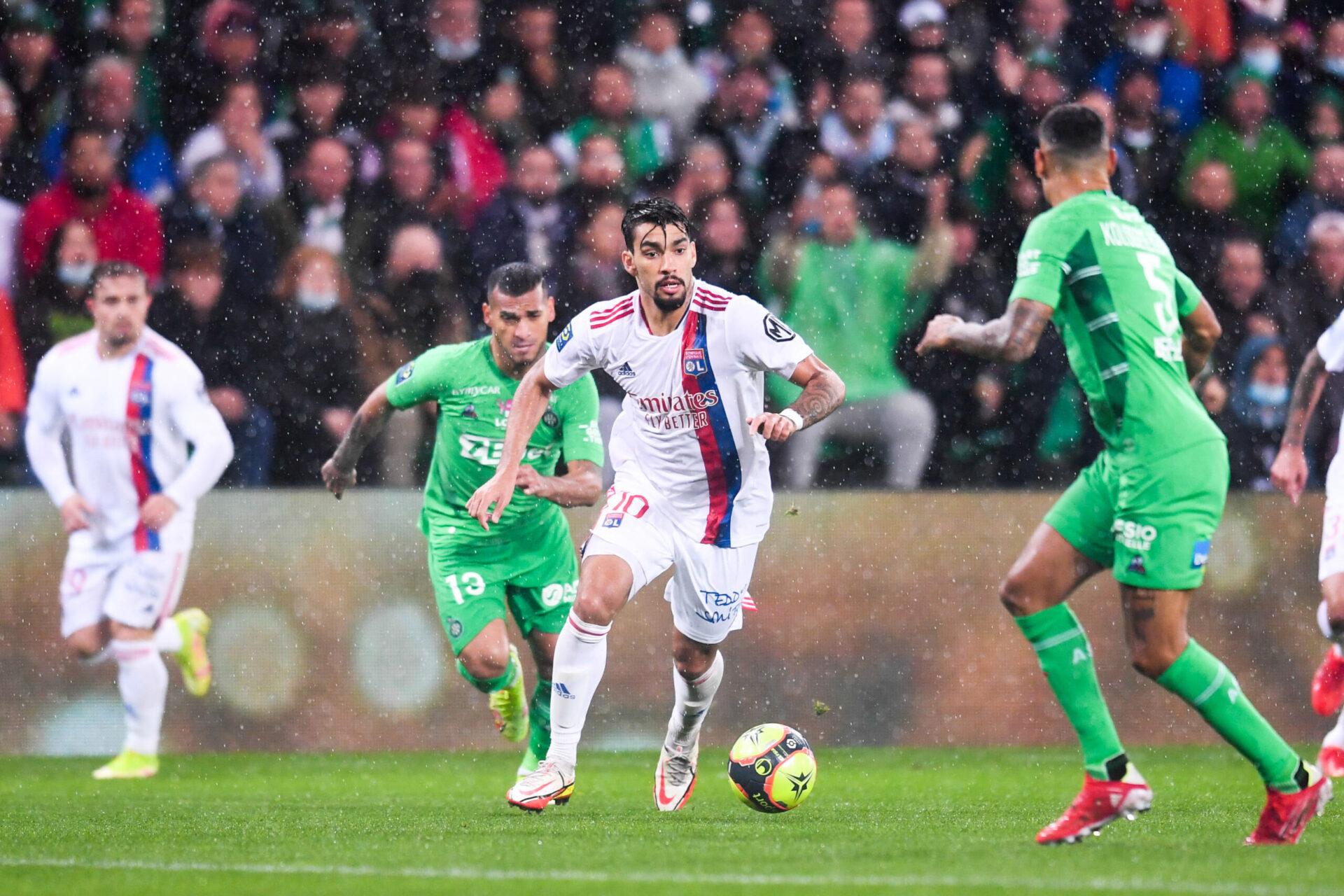 Peter Bosz a salué la prestation de Lucas Paquetá aligné en pointe alors que Moussa Dembélé et Islam Slimani étaient blessés (iconsport)