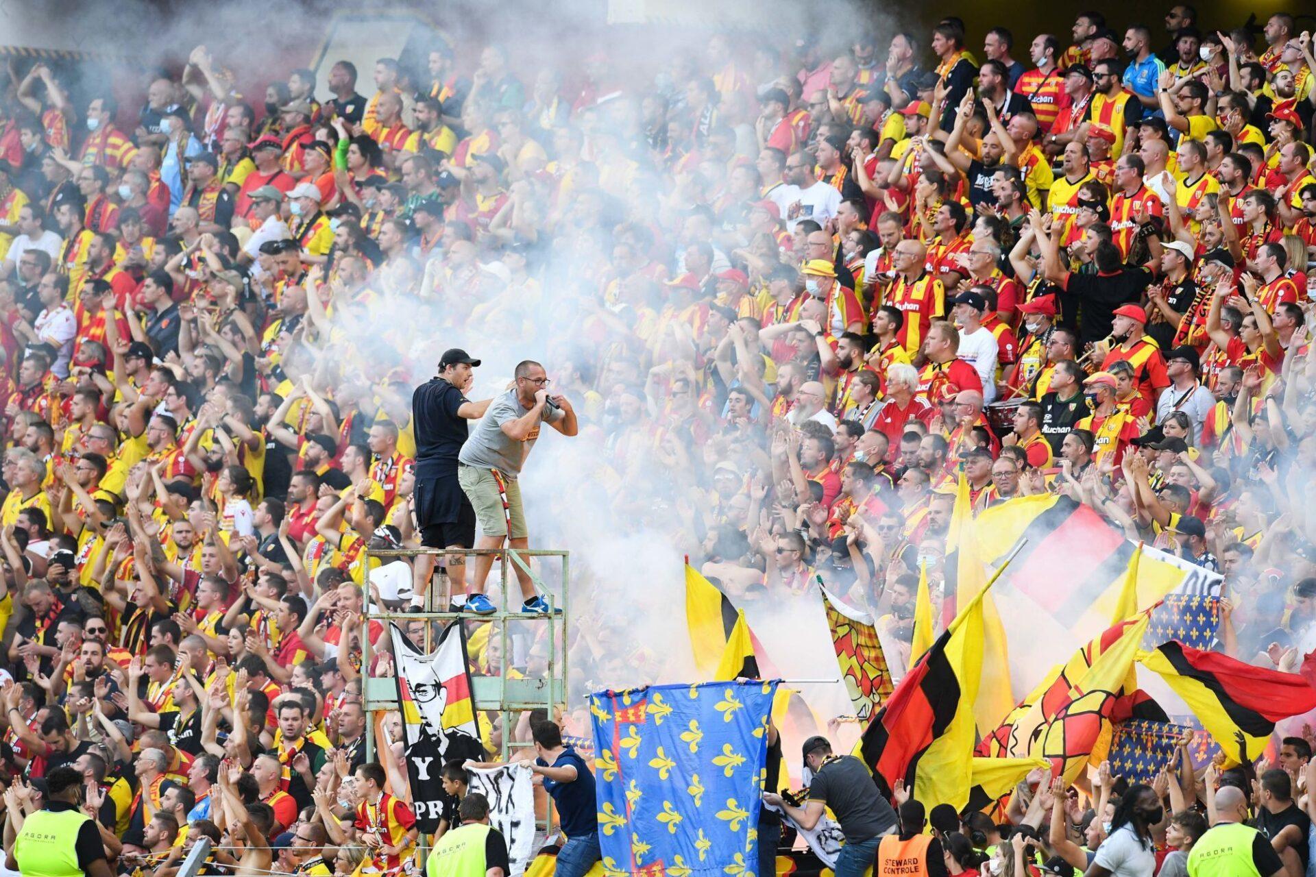 Le chaud public du stade Bollaert-Delelis transcende les joueurs de Lens. Icon Sport