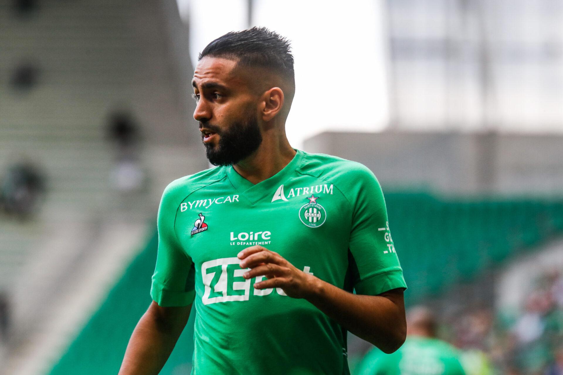 Ryad Boudebouz pourrait retrouver une place de titulaire ce dimanche soir lors de Saint-Étienne - Lyon. L'Algérien pourrait être aligné en numéro 10 (iconsport)