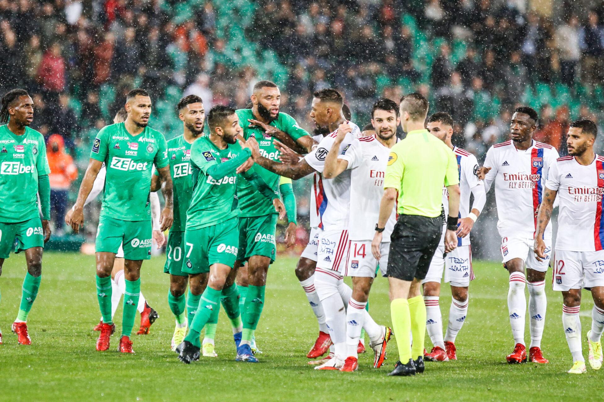Des décisions jugées illogiques lors du match Saint-Etienne - OL (iconsport)